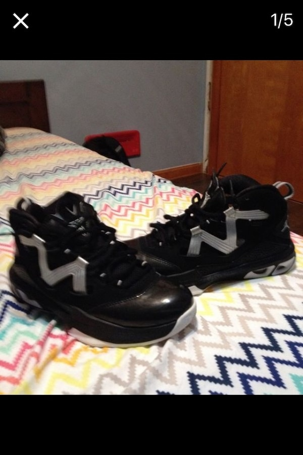 finest selection 69dd3 4b135 Used Pair of black and white air jordan basketball shoes for sale in  Louisville - letgo