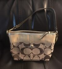 Beautiful Coach purse in VGUC from N/S home. Very clean inside and out. Meet in Abby or Maple Ridge. Mission