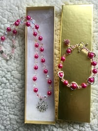 Fashion jewelry beaded necklace with bracelet. / Pink beads with crystal and glass bead . New Alexandria, 22311