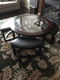 Round table with 4 stools 562 km