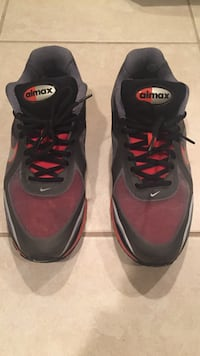 47f88f045152 Eladó használt pair of black-and-red Nike Aimax shoes