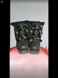 New UGGS! Bailey Bow 2. Sz 8 Dundas, L9H 4P1