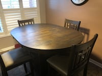Beautiful Table with 4 chairs. Milton, L9T 0G3