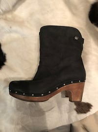Ugg women's leather and wool boots size 7 US Burnaby, V5G 3X3