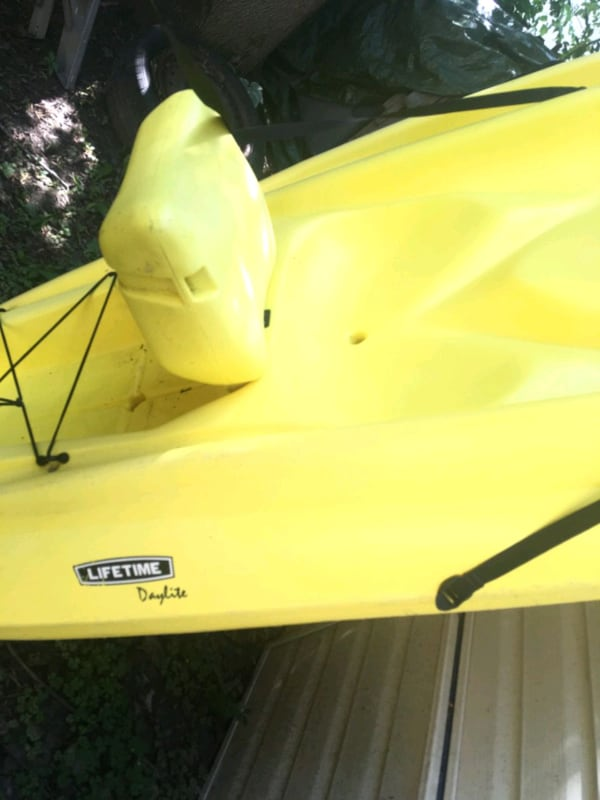 2 kayaks and paddles  89100f01-6f5f-4df1-ac33-cf7985c9f19d