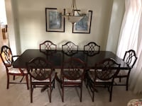 Dining table w/8 chairs, 2 w/ arms TORONTO