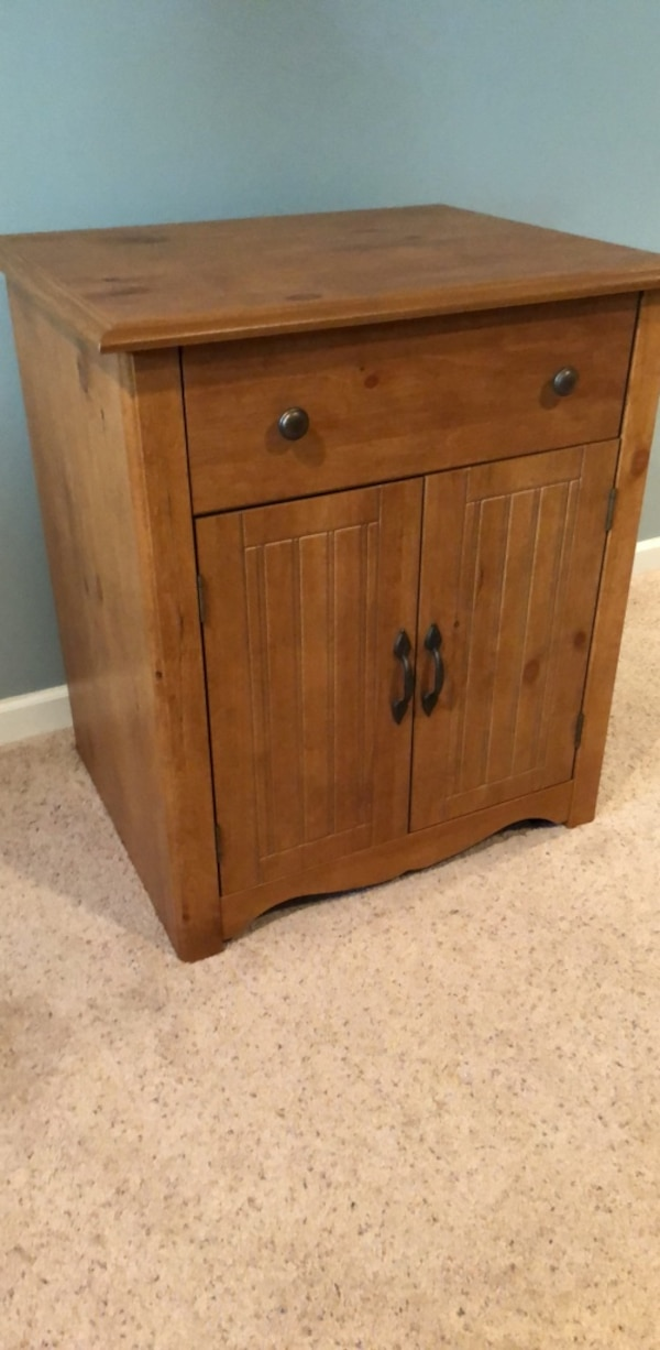 like new 4 wheeled microwave cart, 30.5 inches tall, 27 inch wide , 21.5 inches deep
