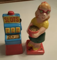 Slot machine and girl salt and pepper Ripley, 38063