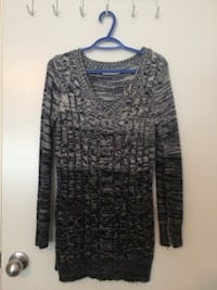 gray and black scoop-neck long-sleeved shirt Edmonton, T6T 0S8