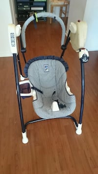 baby's gray and white Graco swing chair Québec, G1X