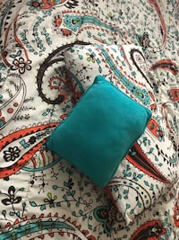blanket set for twin bed with a set of turquoise curtains Montréal, H1G 4X3