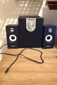 black-and-gray Flemate 2.1 speaker system