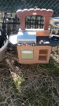 Little tike grill with kitchen sink