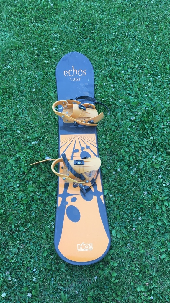 blue and beige Echos 130SE snowboard with bindings