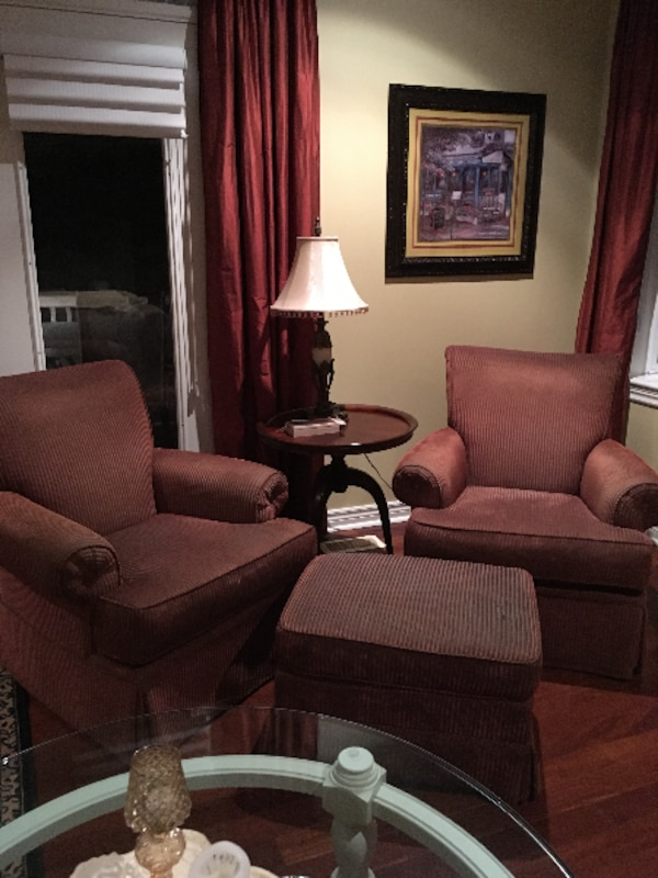 2 swivel arms chairs with ottorman