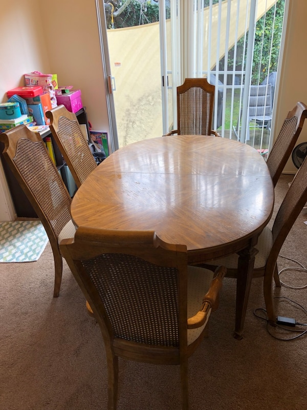 Begagnad Dining Room Table And Six Chairs Till Salu I Redwood City Letgo