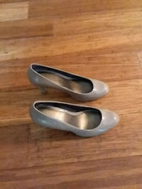 pair of gray leather pumps Germantown, 20874