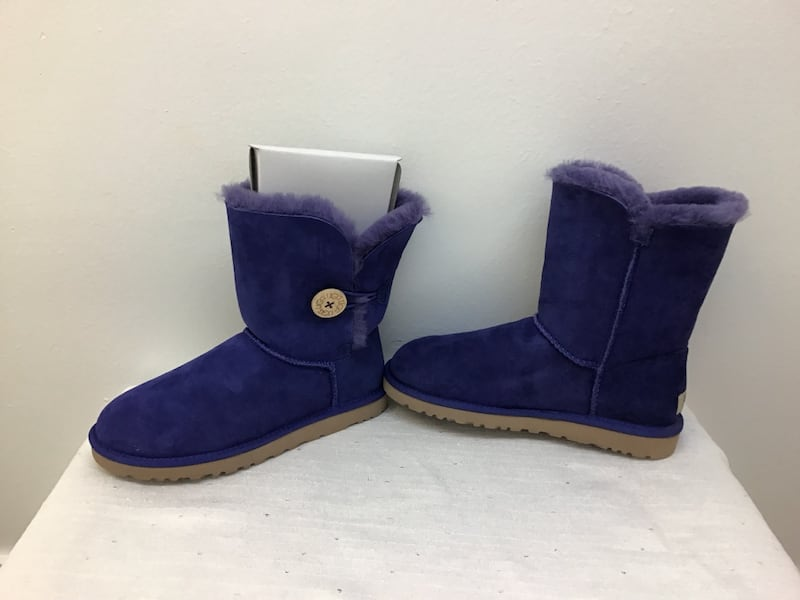 UGG   New  size 7 d4dce7a9-f330-4a87-82f8-6dd7802e3bd1