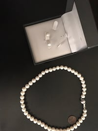 Pearl necklace and earrings set New Orleans, 70112