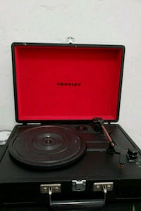 red and black Crosley turntable Alhambra, 91801