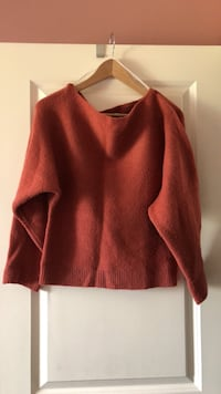 Forever 21 off shoulder sweater. Calgary, T3M 1H1