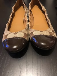 pair of brown leather flats North Vancouver, V7P 1M6
