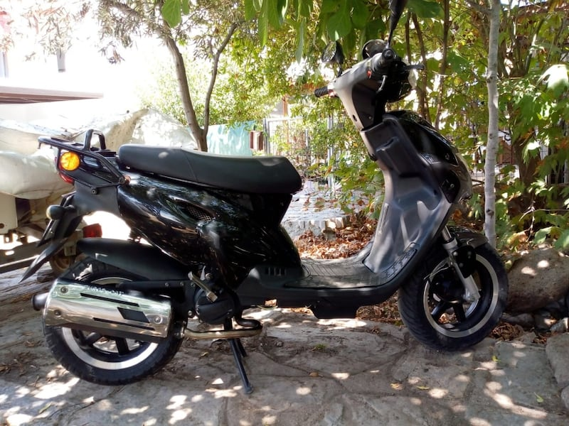2010 Explorer Spin GE 50cc Scooter 0