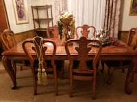 Price Reduced!! Beautiful Dining room Table & Chairs