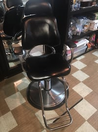 Barber chair like new never used  Montréal, H9J 1Y5