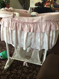 baby's white and pink bassinet Dumfries, 22026