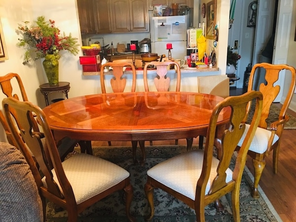 Dining Room Set Ethan Allen Pecan Wood With Two Arm Chairs And Four Side Covered