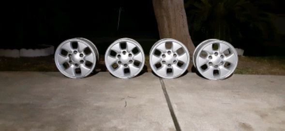 Photo 16in 6 lug Rims (Super Clean)