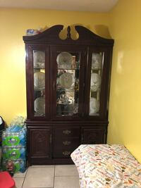China cabinet with plates included Kenner, 70065