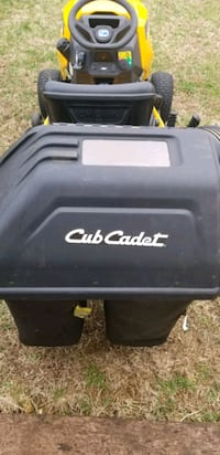 Cub cadet tractor With grass catcher 48.0 hours 2y
