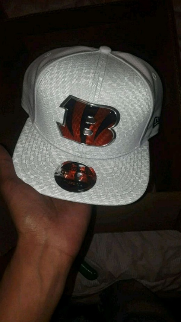 b87db3532d2 Used white and black snapback cap for sale in Bronx - letgo