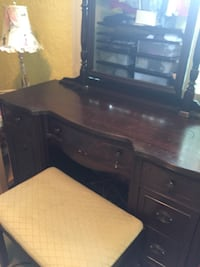 Dressing table & bench  Arlington, 22043
