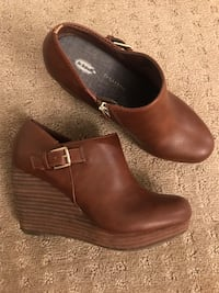 Women's Size 6.5 Leather Wedge Bootie