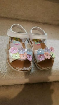 toddler's white-and-pink floral shoes