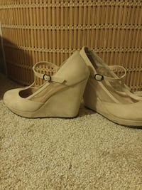 Women's size 8 t strap wedge heels Guelph, N1H 3H6