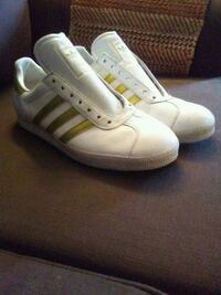 MEN'S 10 1/2 AUTHENTIC CLASSIC ADIDAS SHOES Surrey, V3S 4J5