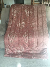 Excellent condition - like new queen comforter
