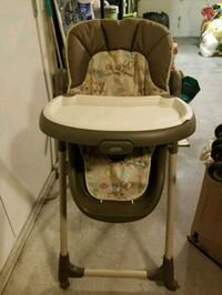 baby's white and brown high chair Burnaby, V5G 4T1