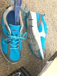 Size 9 Wide Like New, Barely Worn Dr. Comfort Turquoise Athletic Comfort Shoe. Still in Box, worn once or twice. Very clean, great quality. $140 shoes, yours for $60. PU in American Canyon. $80 cheaper than in store! No holds!