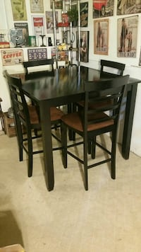 Gorgeous Black Counter Height Dining Set