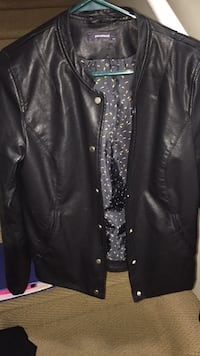 Leather jacket ladies small bought in Italy  North Vancouver, V7K 1E7