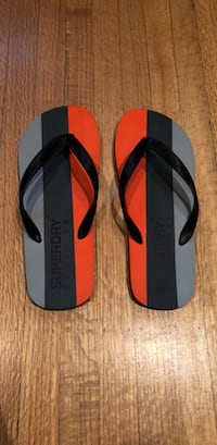Superdry men's flip flops size M New Westminster, V3L 3K1