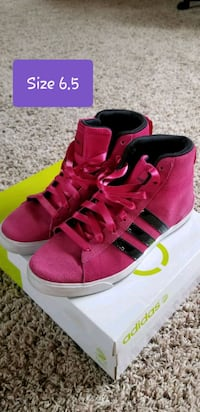 Women's Adidas Mid-tops  Sioux Falls, 57106