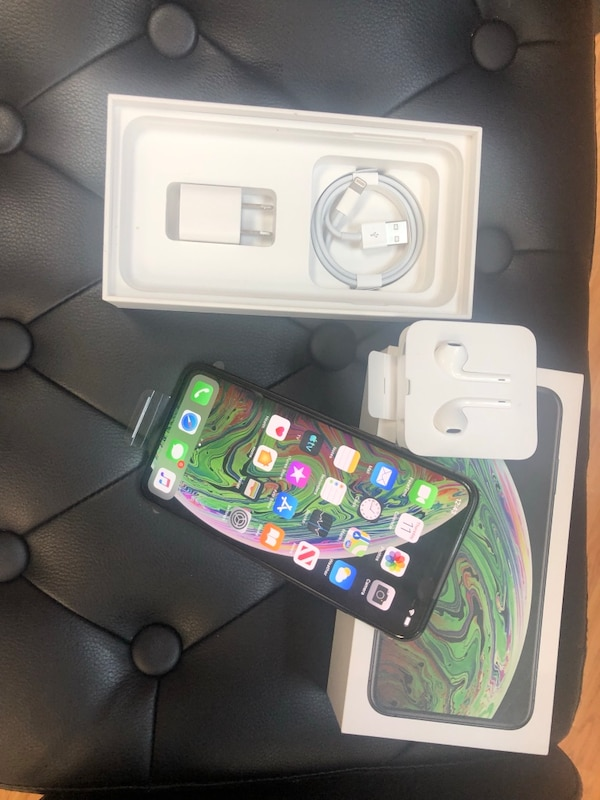 New unlocked iphone Xs Max 256GB MUST GO see details