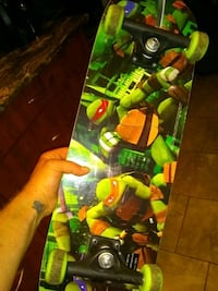 Skateboard, barely used, still some plastic on it Ottawa, K1C 4R4
