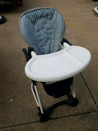 baby's white and black high chair St. Catharines, L2M 3Z7